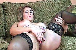 Mature Slut Sandie Plays With Her Pussy