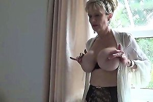 Cheating English Mature Lady Sonia Presents Her Enormous Hoo