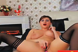 Busty Mature Rubs Her Pussy Shaved On Webcam